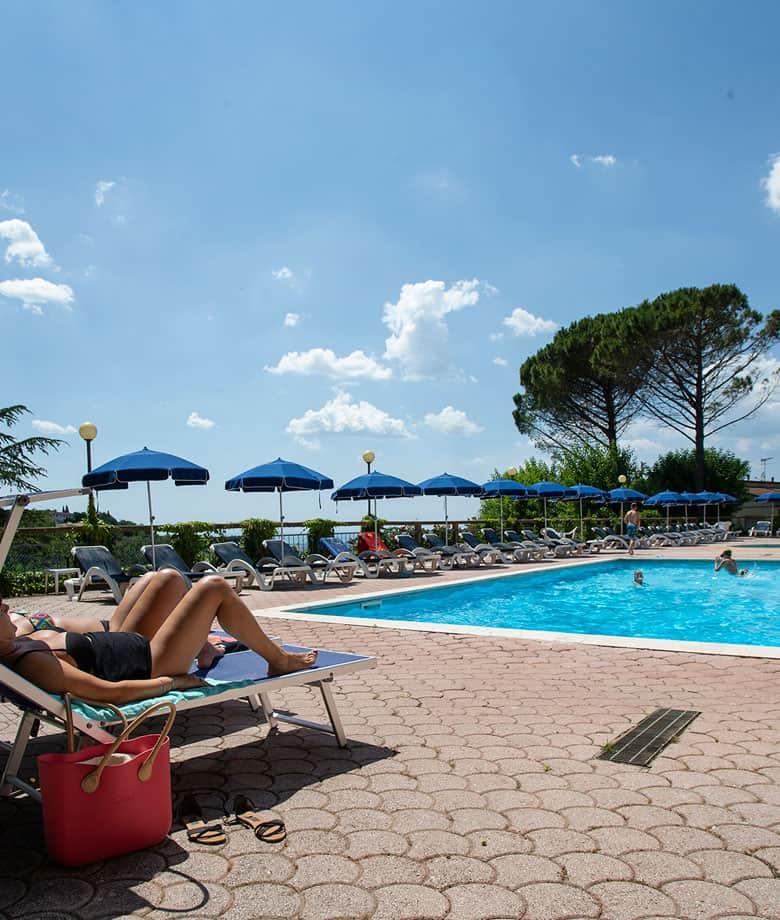 residence-toscana-con-piscina
