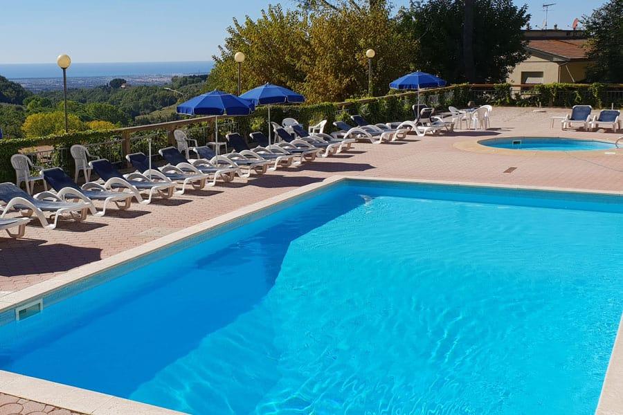 residence-toscana-piscina